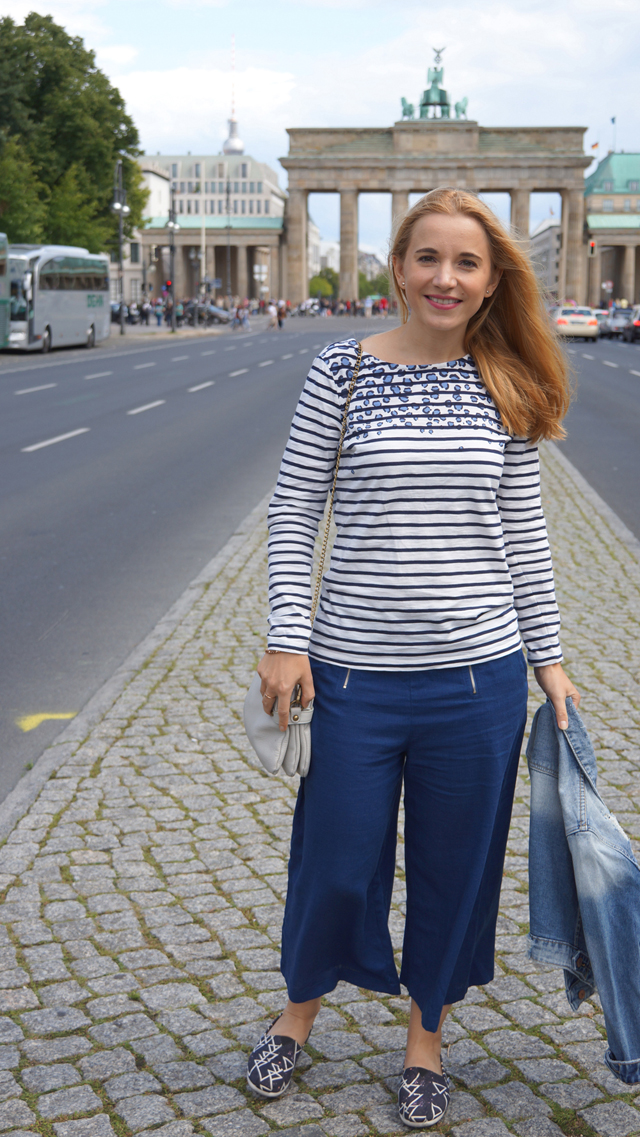 Outfit Blaue Culotte und Bretonshirt 2