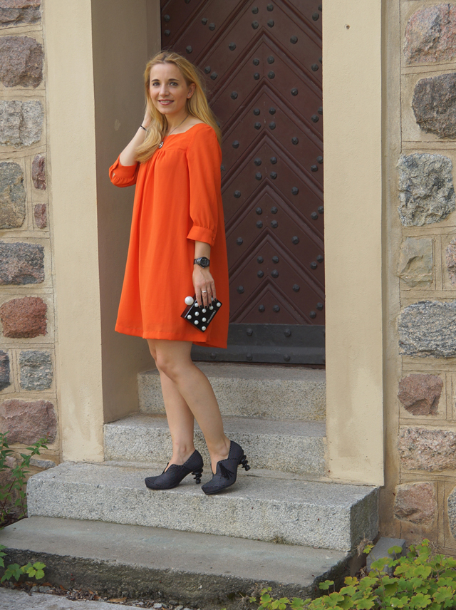 Outfit Oranges Kleid und Tiggers Schuhe Shoes 03