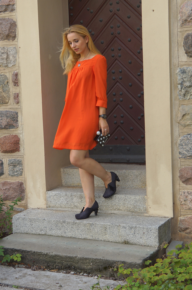 Outfit Oranges Kleid und Tiggers Schuhe Shoes 05