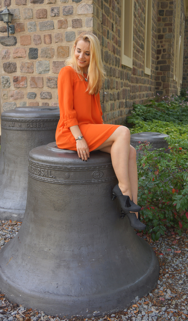 Outfit Oranges Kleid und Tiggers Schuhe Shoes 09