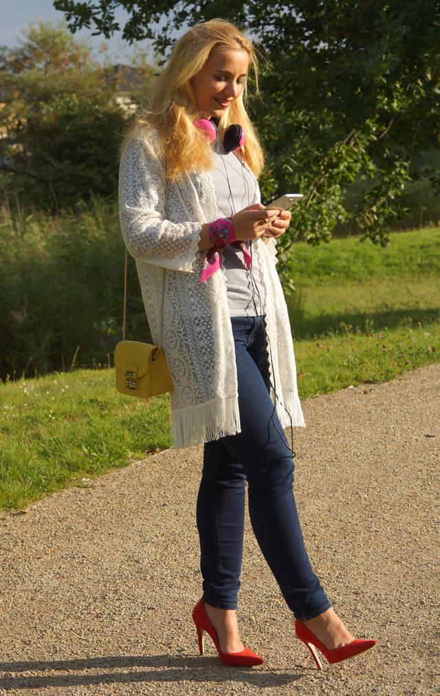 Outfit Pinke Kopfhörer und Herbstblues 03