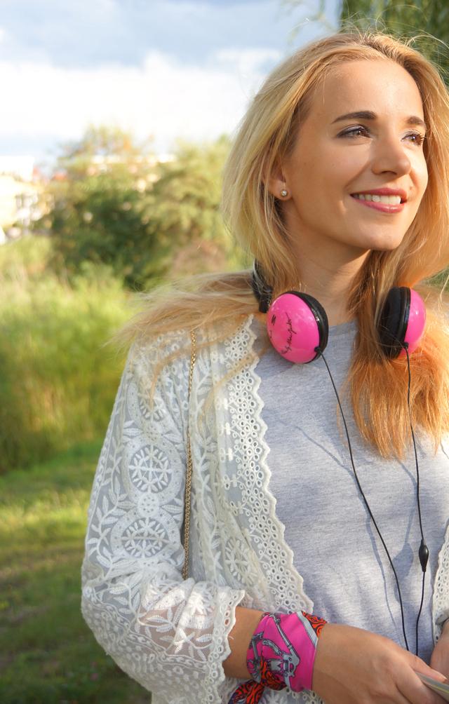 Outfit Pinke Kopfhörer und Herbstblues 06