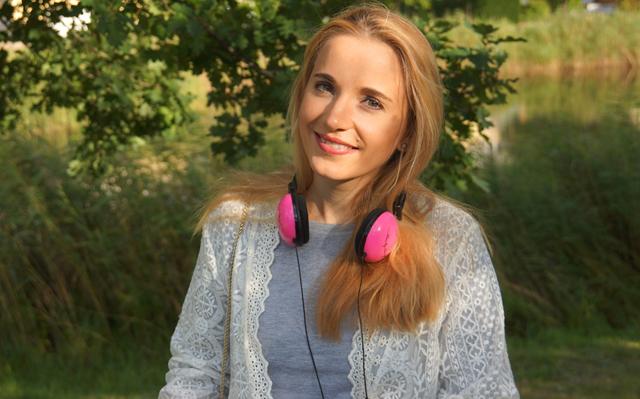 Outfit Pinke Kopfhörer und Herbstblues 01
