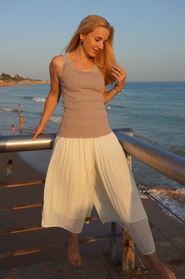 Outfit Weiße Sommer-Culotte & Tanktop mit Spitzenbesatz 7