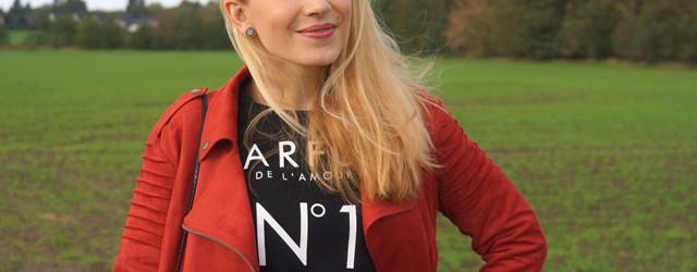 Outfit Rostrote Jacke und Fransen-Tasche 01