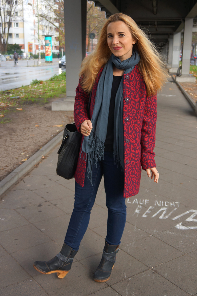 Outfit Roter Leo Mantel 03