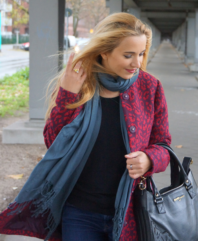 Outfit Roter Leo Mantel 04