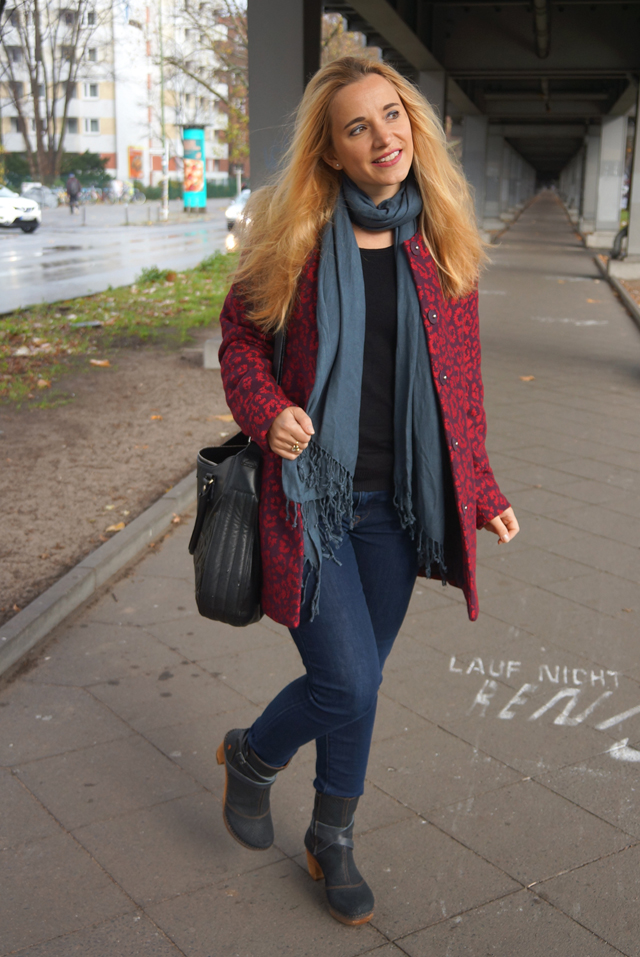 Outfit Roter Leo Mantel 05