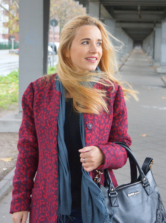 Outfit Roter Leo Mantel 06