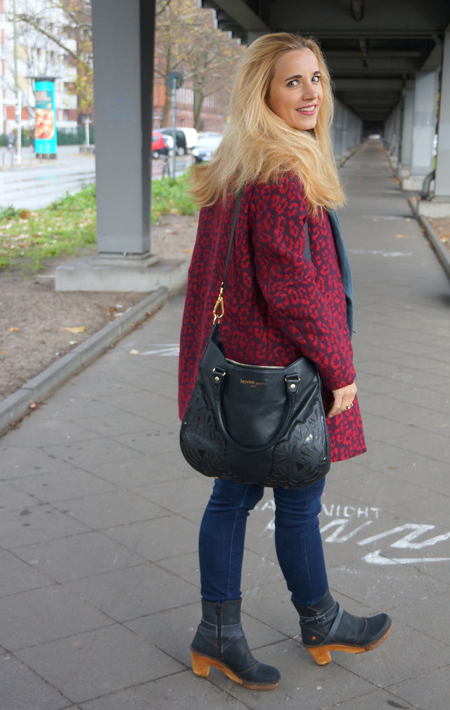 Outfit Roter Leo Mantel 07