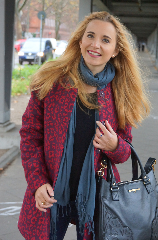 Outfit Roter Leo Mantel 08