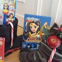 Weihnachtliche Geschenkideen für Mädchen mit Warner Bros DC SUPER HERO GIRLS 01