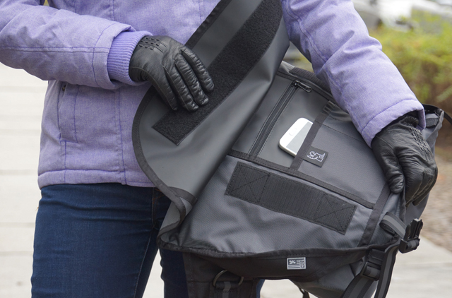 Mini Metro Welterweight Chrome Messenger Bag 09