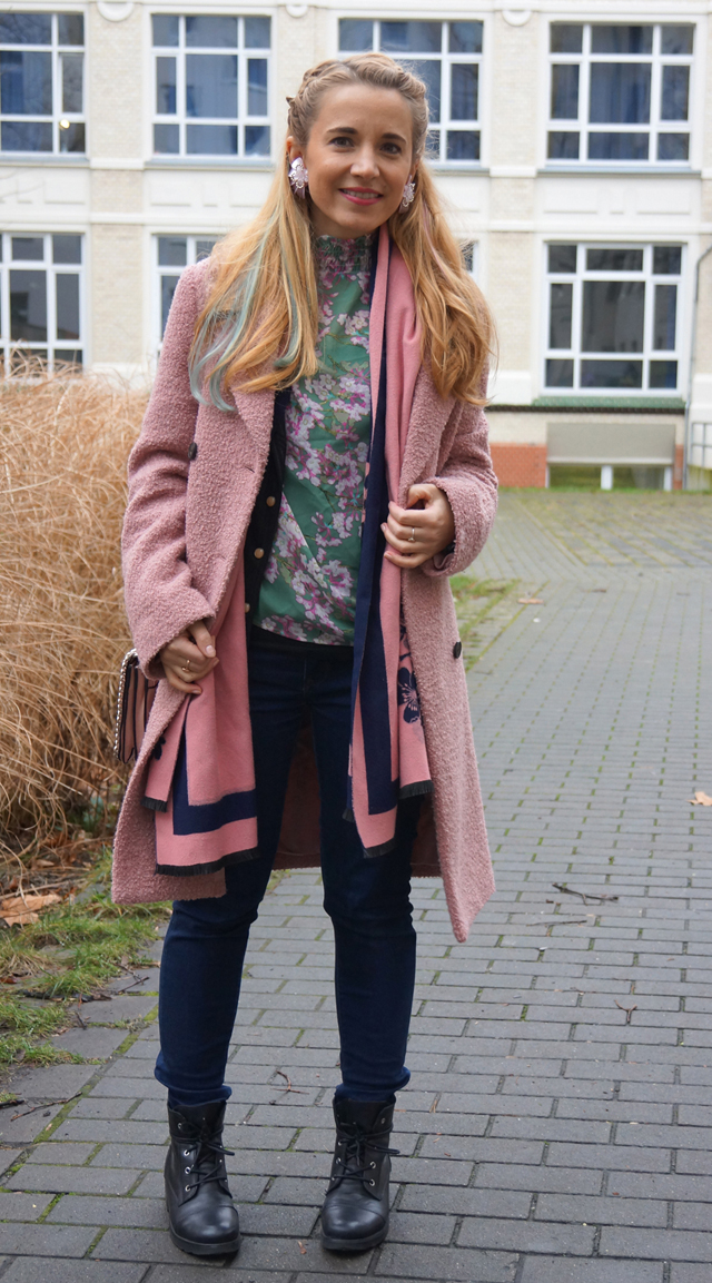 Outfit Pastell Extensions & Rosa Mantel 02
