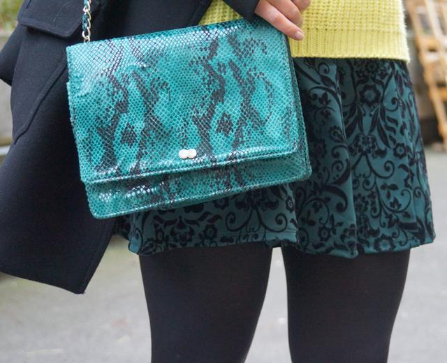 Outfit Snakeprint Tasche grün 04