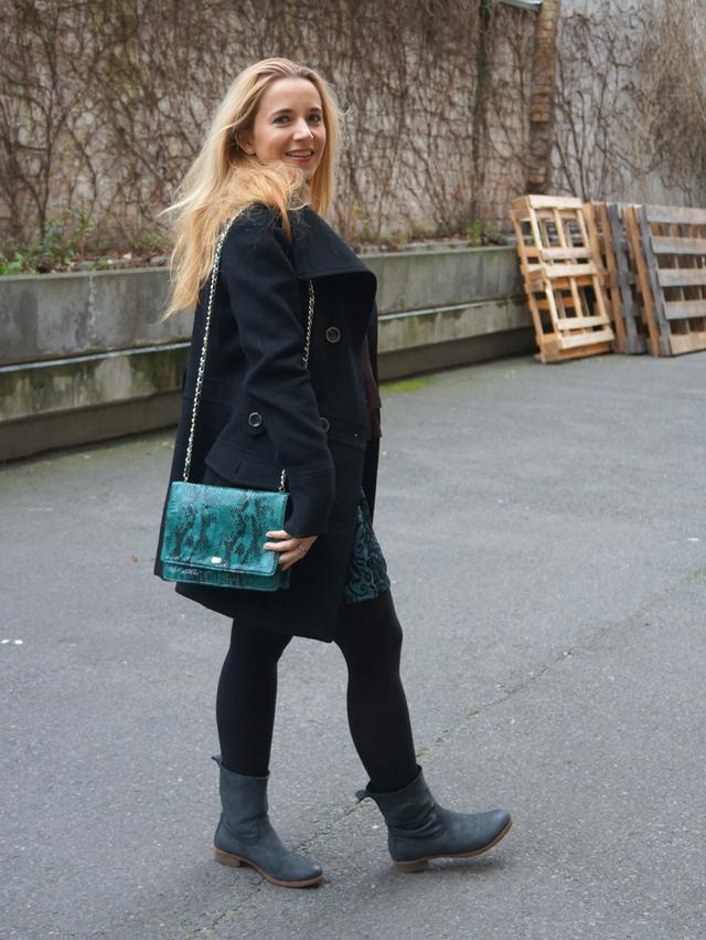 Outfit Snakeprint Tasche grün 03