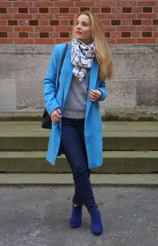 Outfit Blau machen - blauer Mantel 02
