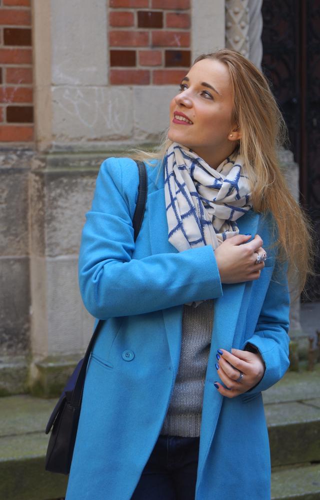 Outfit Blau machen - blauer Mantel 05