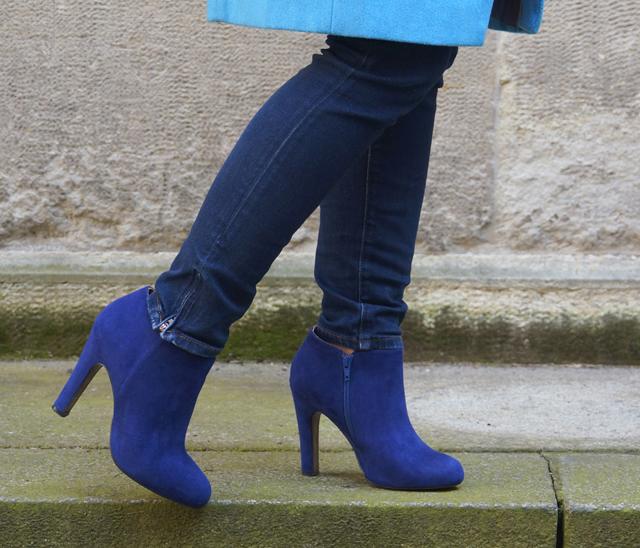 Outfit Blau machen - blauer Mantel 06