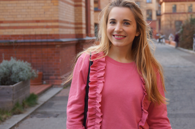 Outfit Rüschenpullover Rosa 01