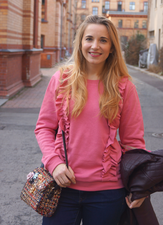 Outfit Rüschenpullover Rosa 03