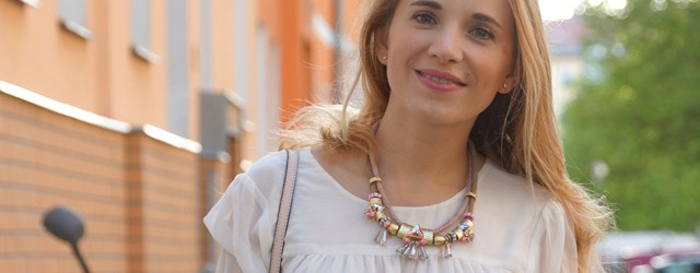 Outfit Nude Pumps & Statement-Kette 06
