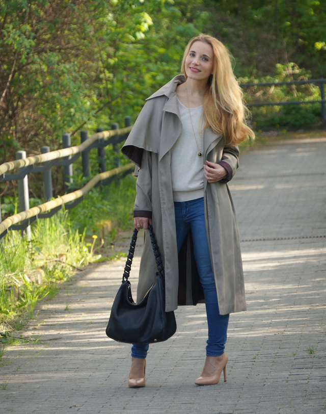 Outfit Eva Green Trenchcoat mit Seitencape 02