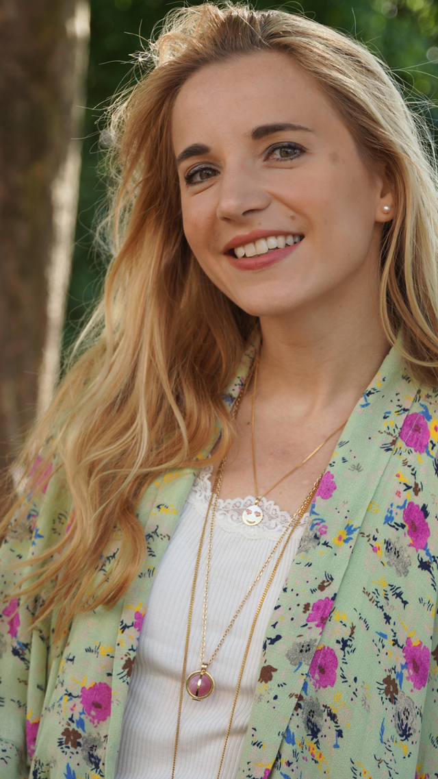 Outfit Blumen-Kimono & Ketten-Layering 03