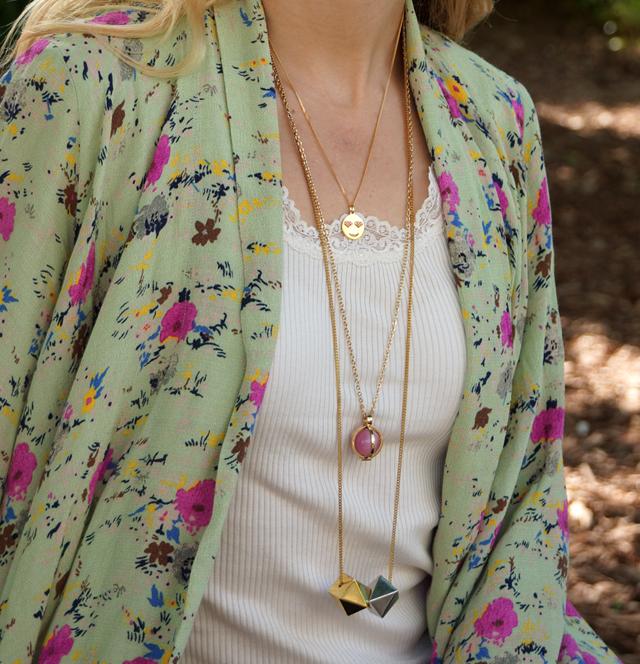Outfit Blumen-Kimono & Ketten-Layering 05