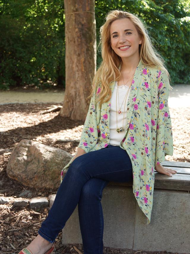 Outfit Blumen-Kimono & Ketten-Layering 06