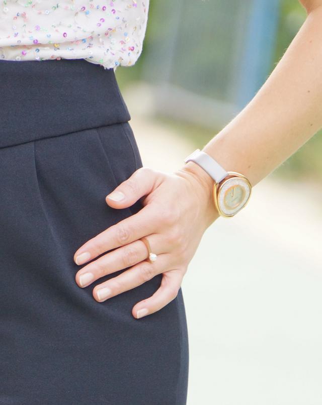 Outfit Pailletten-Oberteil und High Waist Hose 05
