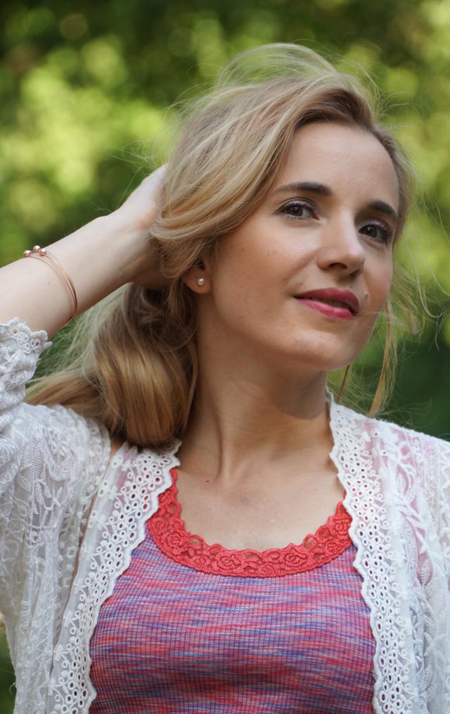 Outfit Romantischer Spitzen-Kimono und Perlenarmband 03