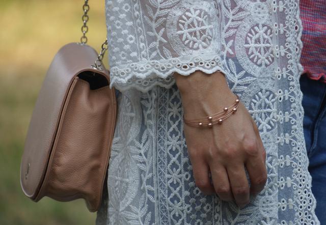 Outfit Romantischer Spitzen-Kimono und Perlenarmband 07