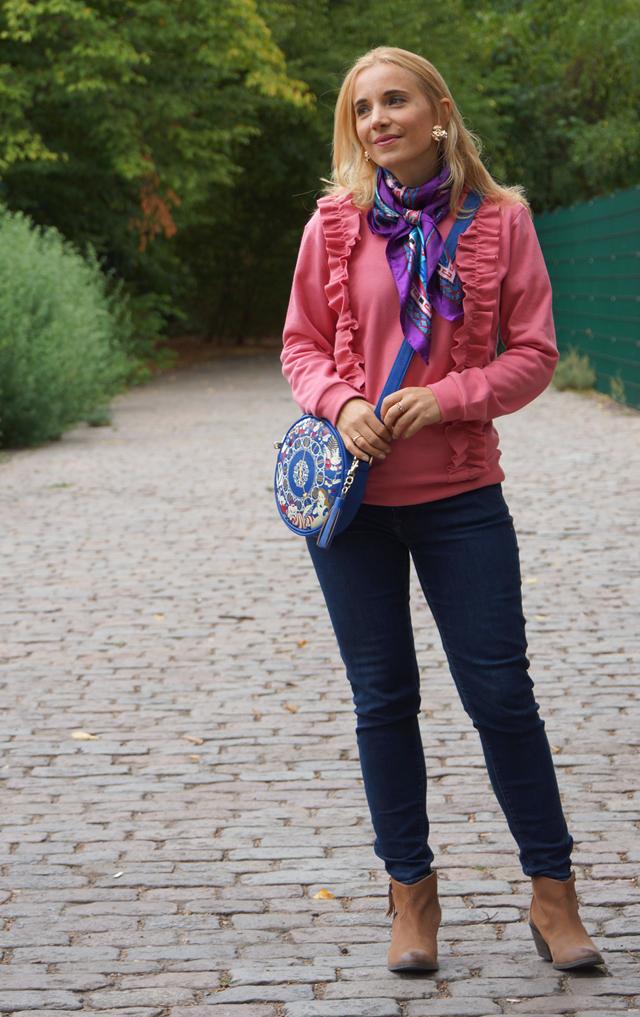 Outfit Rüschenpulli & Alice-Tasche 02