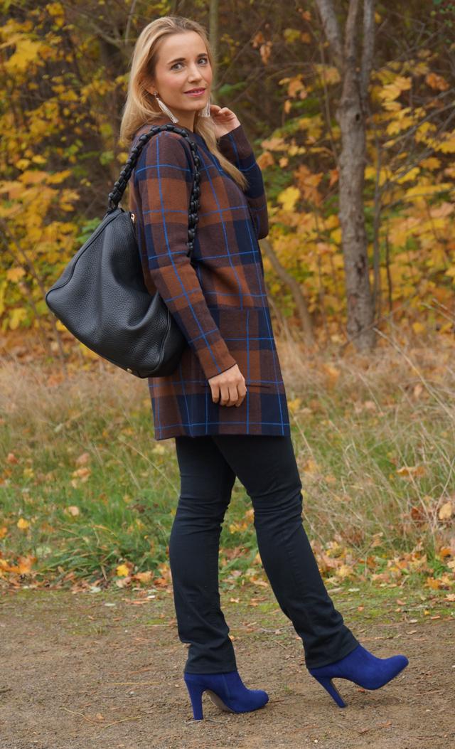 Outfit Herbstlook mit blauen Schuhen 03