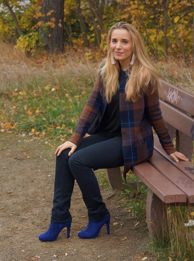 Outfit Herbstlook mit blauen Schuhen 08
