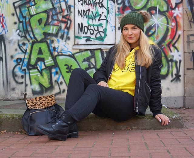Outfit Lee Smiley & zwei Bommel-Mütze 05