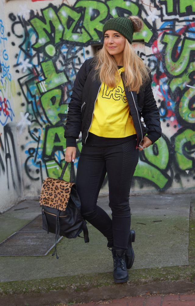 Outfit Lee Smiley & zwei Bommel-Mütze 08