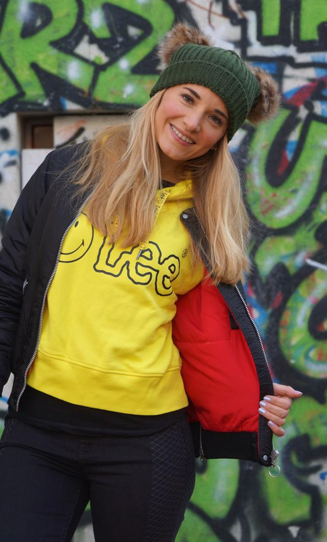 Outfit Lee Smiley & zwei Bommel-Mütze 03