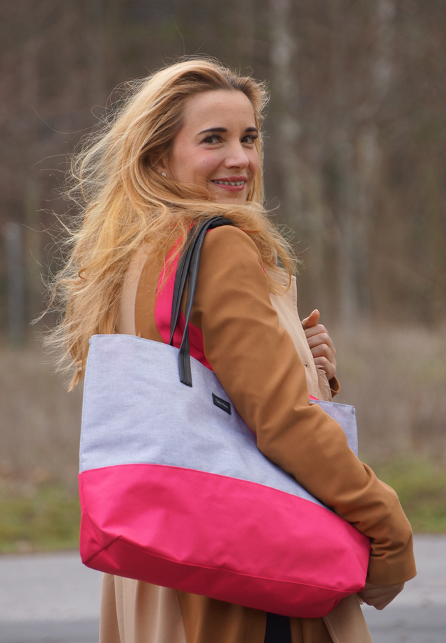 Outfit Trenchcoat & Shopper mit Pink 08