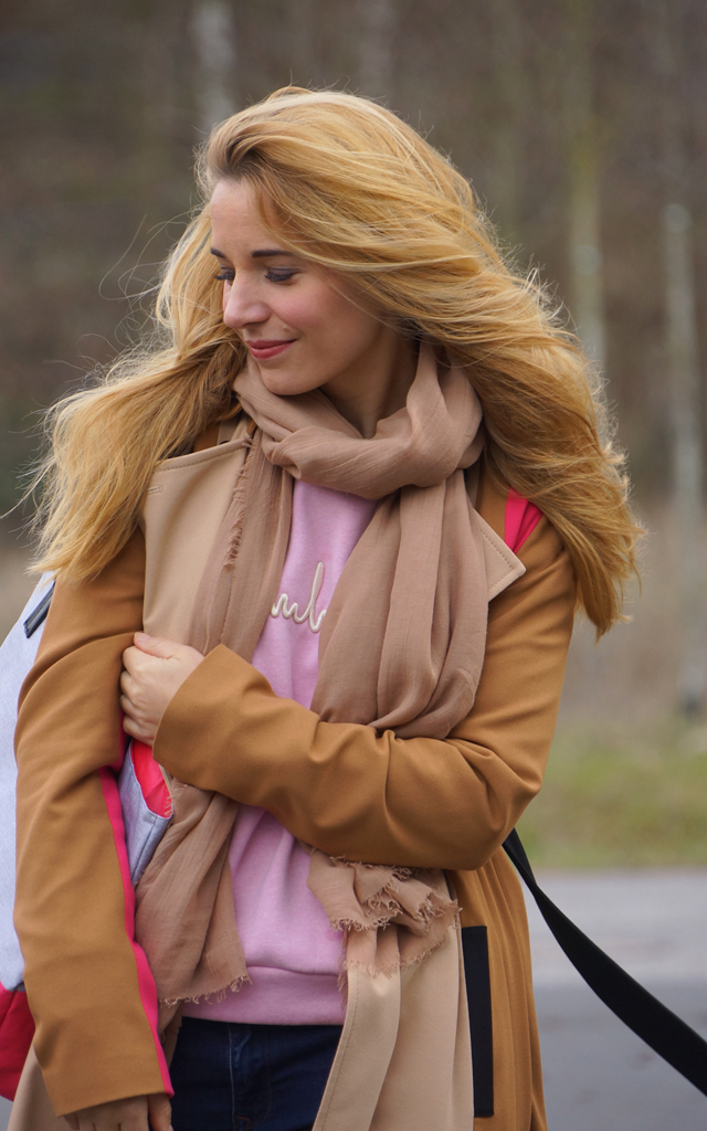 Outfit Trenchcoat & Shopper mit Pink 09