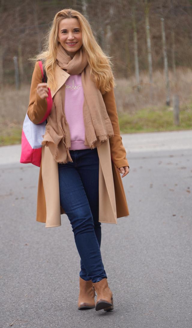 Trenchcoat & Shopper mit Pink 02