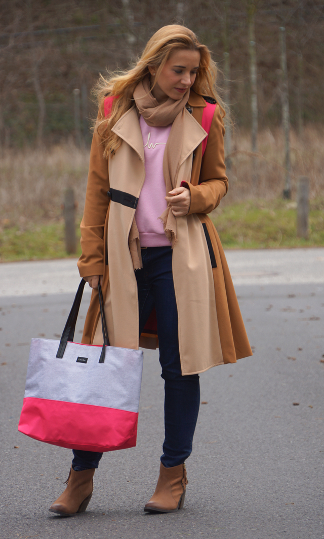 Trenchcoat & Shopper mit Pink 03