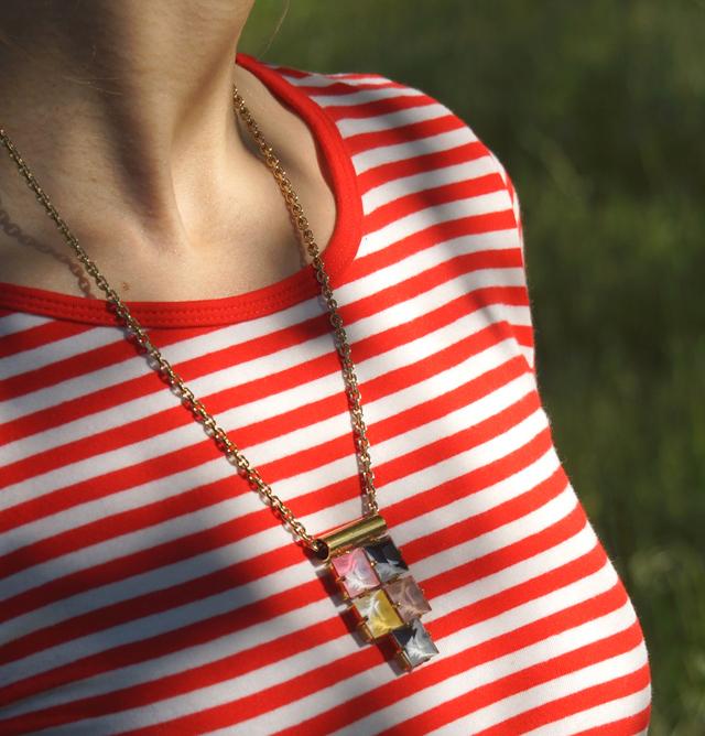 Outfit rotes Streifenshirt und weiße Culotte 02