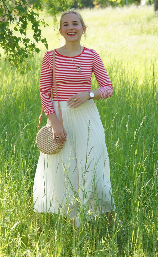 Outfit rotes Streifenshirt und weiße Culotte 03