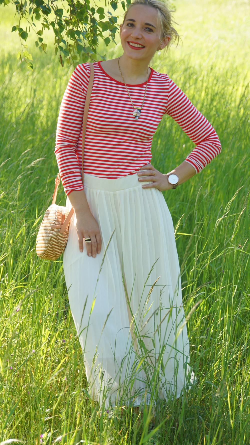 Outfit rotes Streifenshirt und weiße Culotte 04
