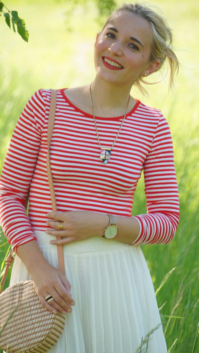 Outfit rotes Streifenshirt und weiße Culotte 07