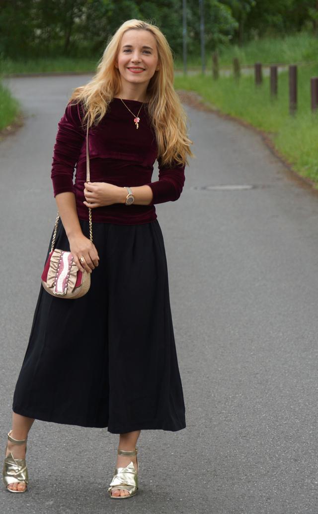 Outfit schwarze Culotte und Samtoberteil 03