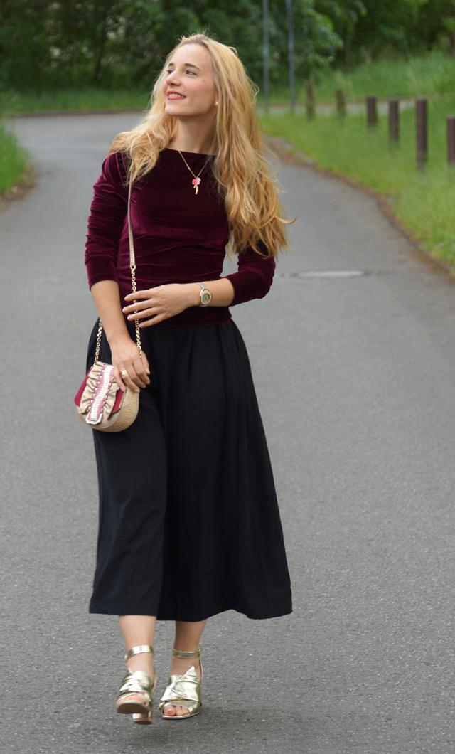 Outfit schwarze Culotte und Samtoberteil 06