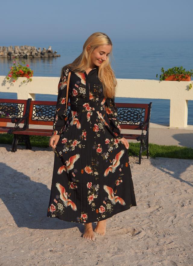 Outfit Geblümtes Kleid mit Kranichen 02